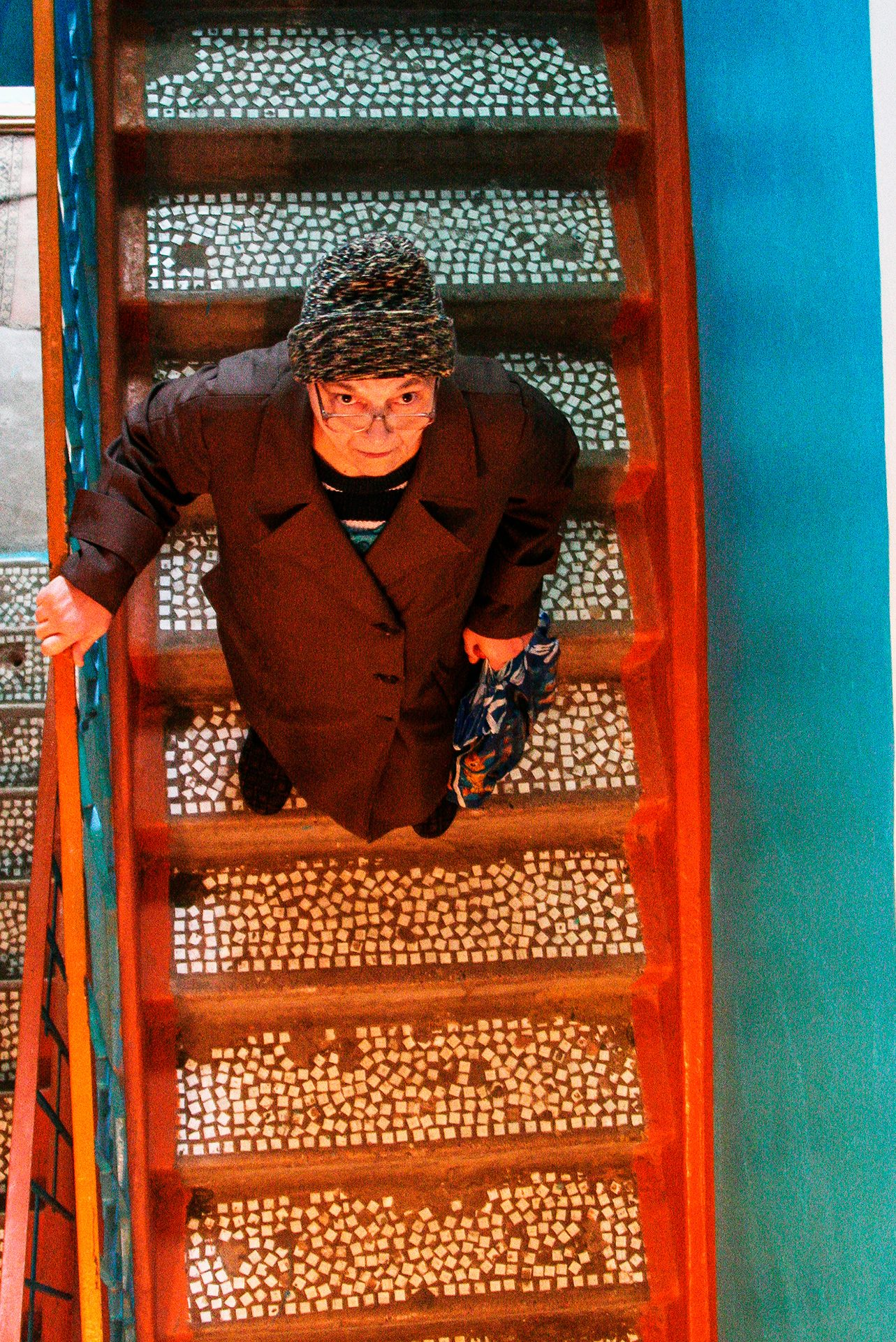 Look from the bottom, Almaty, granny, old, elderly, stairs, upside, hat, soviet