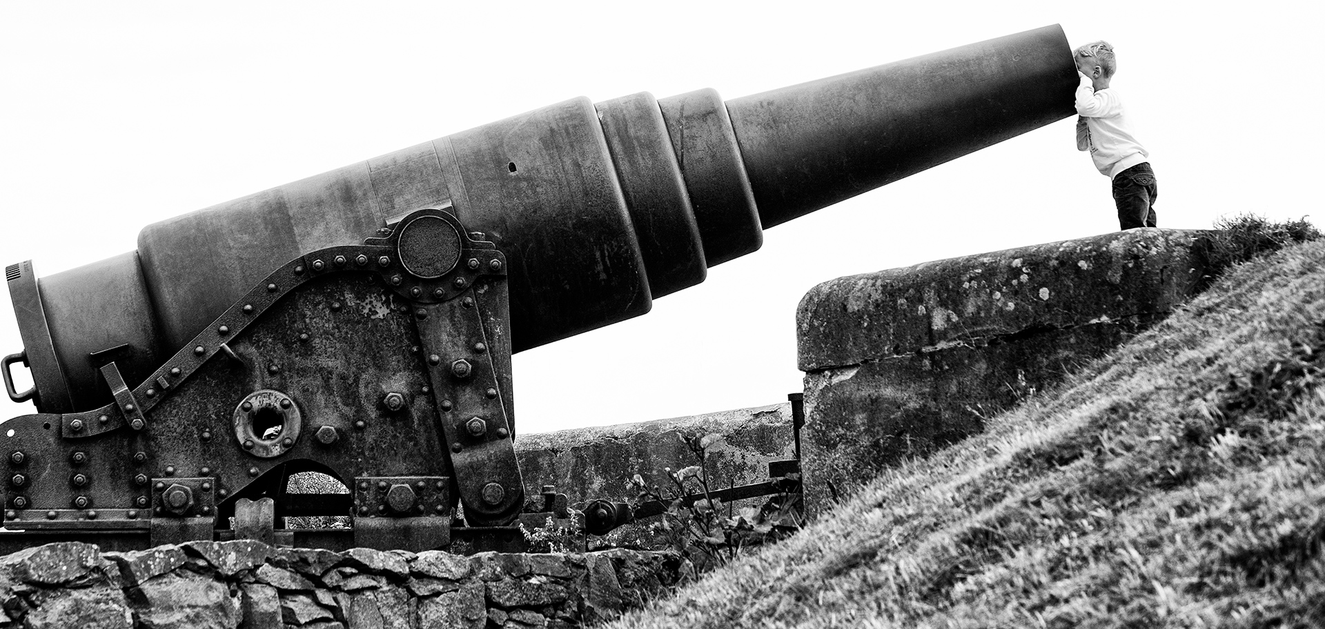 Farewell to Arms, Ernest Hemingway, Suomenlinna, canon, gun, weapon, boy, kid, pacifism, Finland, Suomi