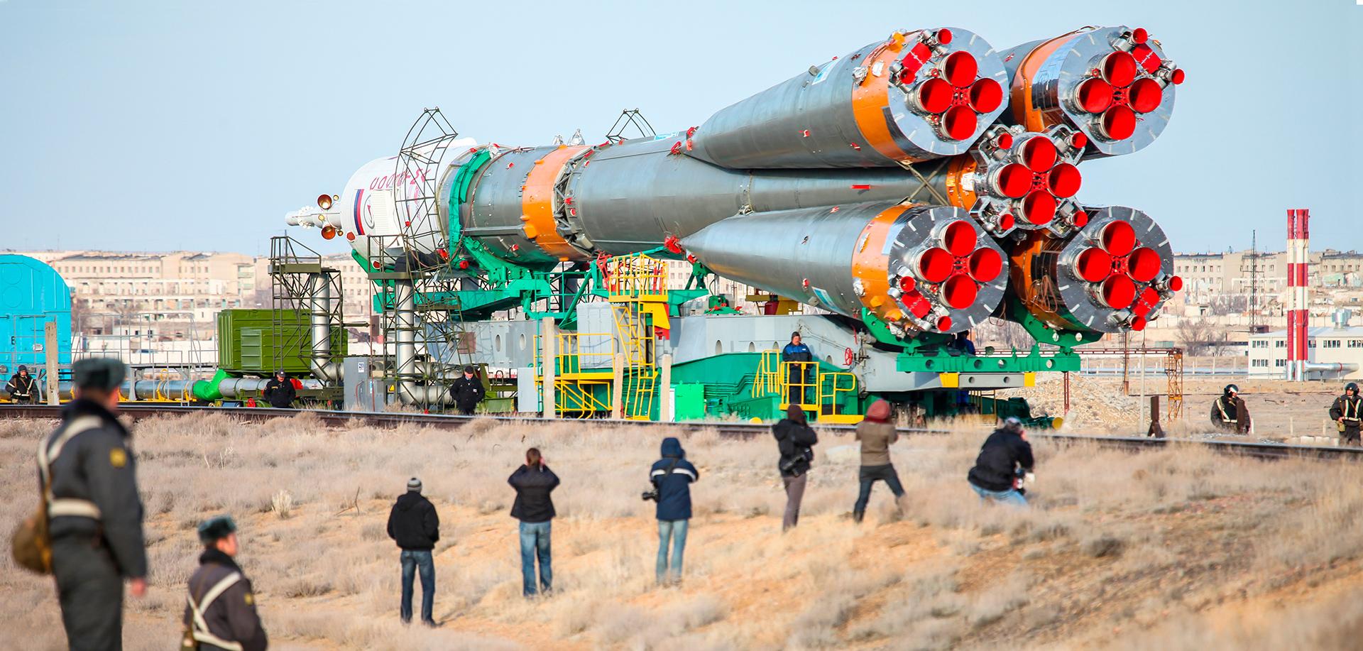 Soiuz rocket launching, Baikonur 2010, Kazakhstan, ракета, Союз, railways, Gagarin start, press, journalists