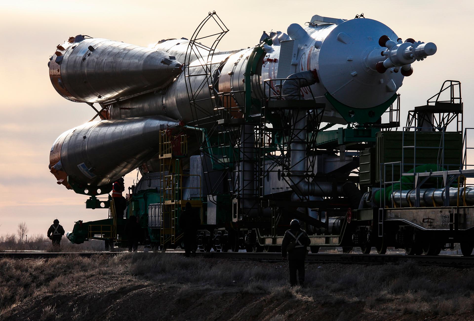 Soiuz rocket launching, Baikonur 2010, Kazakhstan, ракета, Союз, railways, Gagarin start