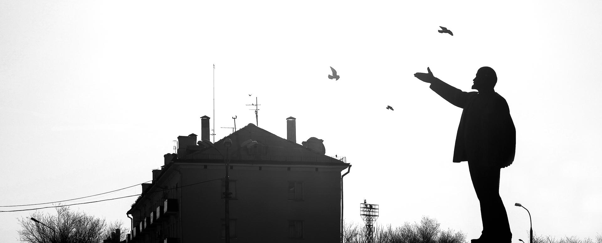Central square, Baikonur, Lenin, Birds, USSR, Soviet Union