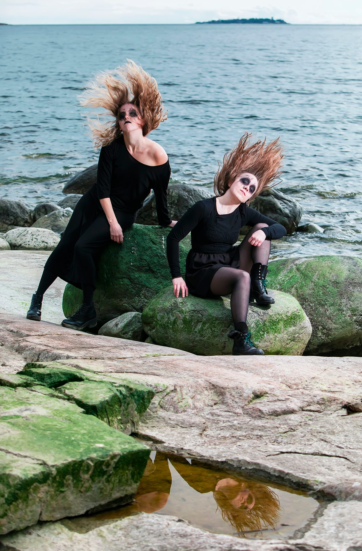 Sonia Haga, Stella Laine, Lauttasaari, Suomi, Finland, island, Helsinki, art, model, swan, daemon, dark, aesthetics, Baltic sea, green stones, hair