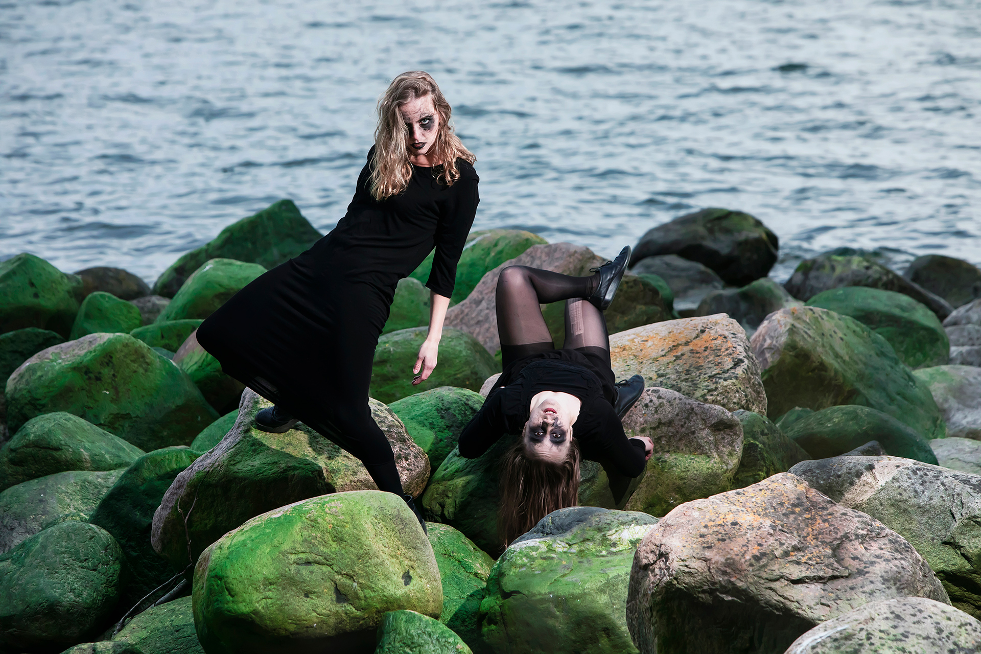 Sonia Haga, Stella Laine, Lauttasaari, Suomi, Finland, island, Helsinki, art, model, swan, daemon, dark, aesthetics, Baltic sea, green stones