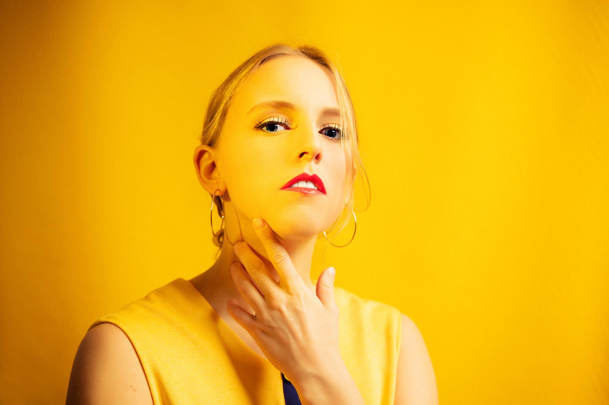 Model, Sonia Haga, actress, Yellow, taide, näyttelijä, studion muotokuva, studio